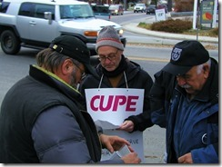 Bill Pegler (centre) Cupe BC K-12 Bargaining Committe; Gerry Shmon (right) President KDC & WKLC, Cupe Local 748 member
