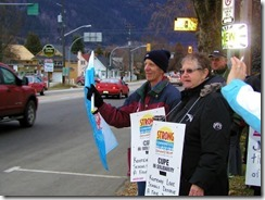 Cupe Local 748 members rallying for public support in contract talks with Kootenay Lakes Schools
